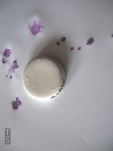 Czy zlewozmywak granitowy jest odporny na plamy?
