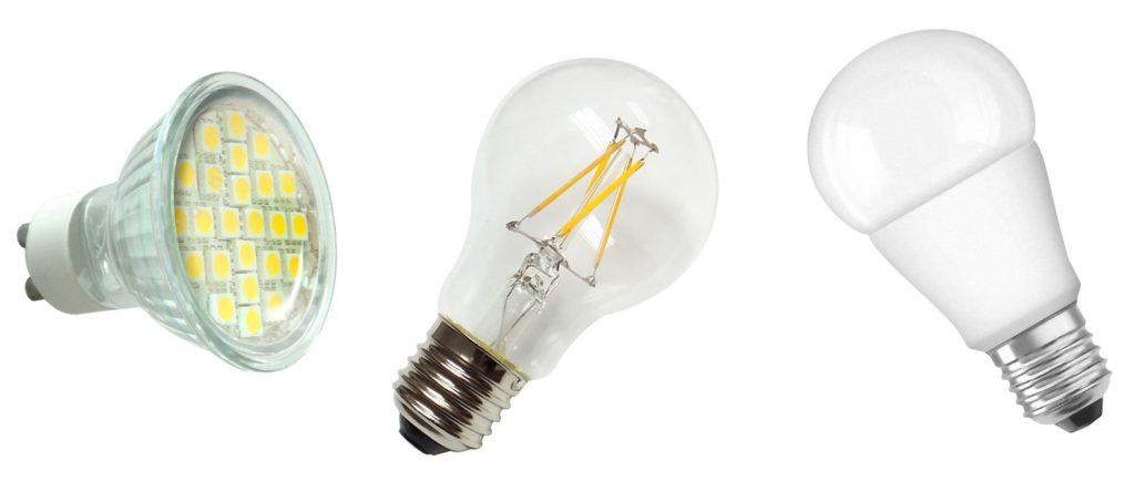 """Lampy LED od lewej: na trzonku GU10, na trzonku E27 w stylu żarówki klasycznej lub """"edison"""", z mleczną bańką"""