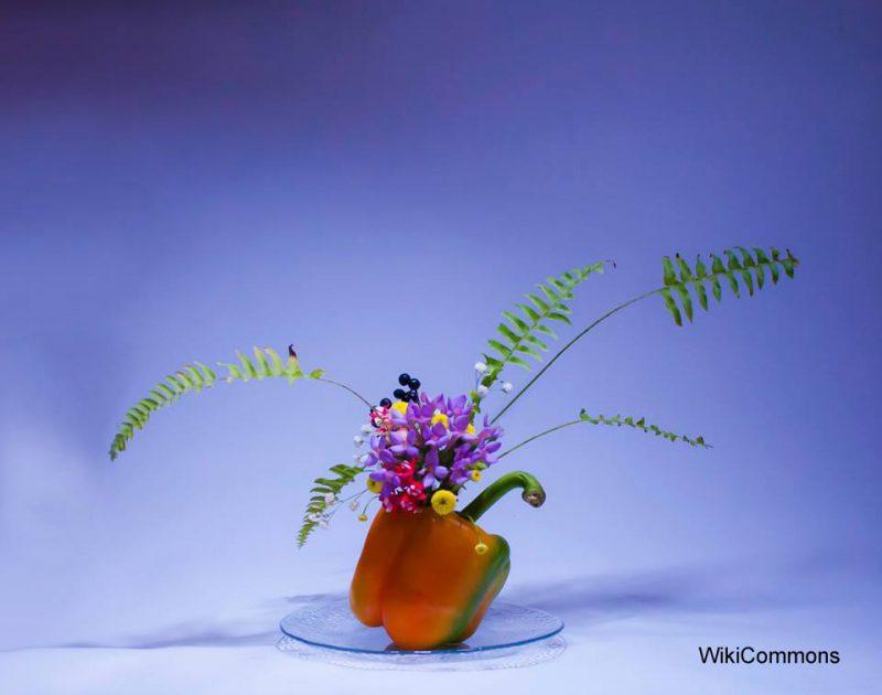 Nowoczesna ikebana jako sposób na japońską zieleń we wnętrzach